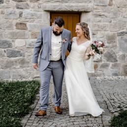 Hochzeitsfotografie für stimmungsvolle, lockere Hochzeiten sowie gefühlvolle Frauenportraits in Passau & weltweit.
