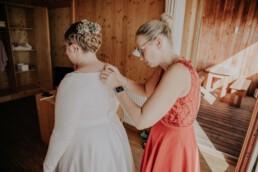 Getting Ready bei freier Trauung am Harlachberg fotografiert von Martina Feicht, Fotografin für Hochzeiten in Niederbayern und Österreich