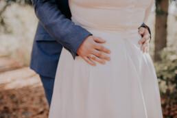 Nahaufnahme Brautpaar bei freier Trauung am Harlachberg fotografiert von Martina Feicht, Fotografin für Hochzeiten in Niederbayern und Österreich