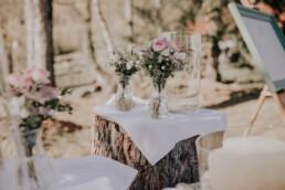 Dekoration bei freier Trauung am Harlachberg fotografiert von Martina Feicht, Fotografin für Hochzeiten in Niederbayern und Österreich