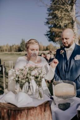 Brautpaar bei freier Trauung am Harlachberg fotografiert von Martina Feicht, Fotografin für Hochzeiten in Niederbayern und Österreich