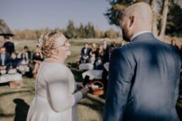 Freier Trauung auf der Gutsalm am Harlachberg fotografiert von Martina Feicht Fotografie, für Hochzeiten in Niederbayern und Österreich