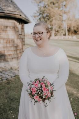 Braut im Portrait bei Herbsthochzeit mit freier Trauung fotografiert von Martina Feicht Fotografie, für Hochzeiten in Niederbayern und Österreich