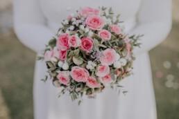 Brautstrauß bei Herbsthochzeit mit freier Trauung fotografiert von Martina Feicht Fotografie, für Hochzeiten in Niederbayern und Österreich