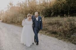 Herbsthochzeit Paarshooting fotografiert von Martina Feicht Fotografie, für Hochzeiten in Niederbayern und Österreich