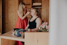 Make Up der Braut bei freier Trauung am Harlachberg fotografiert von Martina Feicht, Fotografin für Hochzeiten in Niederbayern und Österreich