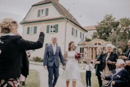 Empfang fürs Brautpaar, bei Herbsthochzeit in Niederbayern, fotografiert von Martina Feicht Fotografie, Passau
