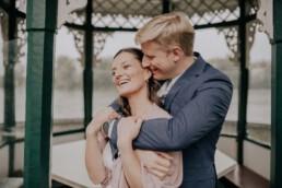 Frisch getrautes Paar bei Hochzeit am Standesamt in Passau, fotografiert von Martina Feicht Fotografie