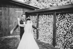 Paarfotos bei Hochzeit in Freyung, Sommerhochzeit fotografiert von Martina Feicht, für Hochzeiten in Niederbayern und Österreich