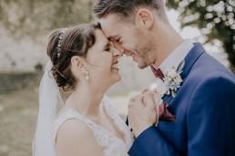 Brautpaarfotos bei Sommerhochzeit in Freyung, fotografiert von Martina Feicht, Hochzeitsfotografin