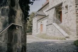 Steinkirche in Freyung, bei Sommerhochzeit, fotografiert von Martina Feicht, Hochzeitsfotografin