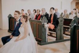 Kirchliche Hochzeit bei Sommerhochzeit in Freyung, fotografiert von Martina Feicht, Hochzeitsfotografin