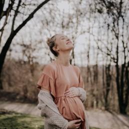 Babybauch Shooting aufgenommen von Martina Feicht Fotografie, für Portrait Shootings in Niederbayern und Österreich