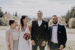 Brautpaar mit Trauzeugen fotografiert von Fotografin für Hochzeiten Martina Feicht, Passau