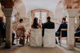 Brautpaar im Standesamt, fotografiert von Fotografin für Hochzeiten Martina Feicht, Passau