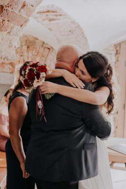 Braut und Vater, fotografiert von Fotografin für Hochzeiten Martina Feicht, Passau