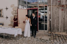 Sektempfang nach der Trauung, fotografiert von Fotografin für Hochzeiten Martina Feicht, Passau