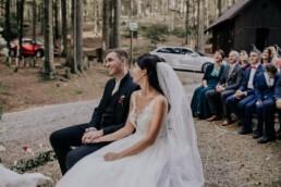 Glückliches Brautpaar, bei Hochzeit fotografiert von Martina Feicht Fotografie