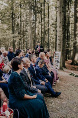 Die Hochzeitsgäste, bei Hochzeit fotografiert von Martina Feicht Fotografie