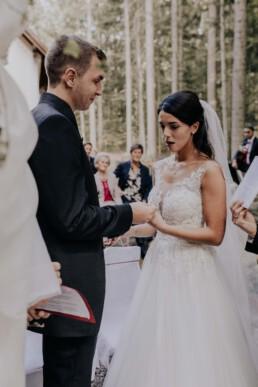 Braut und Bräutigam bei Hochzeit fotografiert von Martina Feicht Fotografie