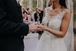 Ringtausch, Hochzeit fotografiert von Martina Feicht Fotografie