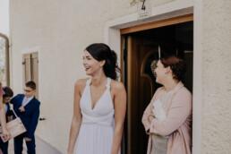 Braut und Trauzeuign am Morgen fotografiert von Fotografin für Hochzeiten Martina Feicht, Passau
