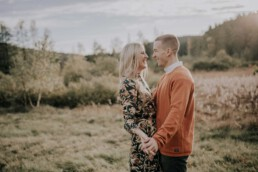Paarfotos im Herbst mit Fotografin Martina Feicht, für Portraitshooting und Hochzeit in Passau