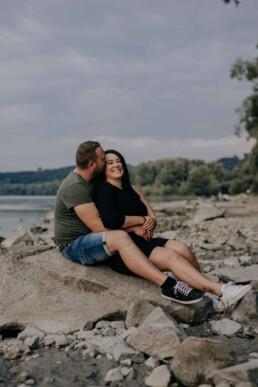 Paarfotos in der Natur fotografiert von Martina Feicht, für Portraitshooting und Hochzeit in Passau und Österreich