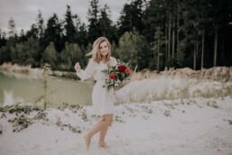 Lovestory im Sommer am Wasser mit Fotografin Martina Feicht, für Portraitshooting und Hochzeit in Passau
