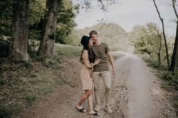 Natürliche Paarfotos Lovestory Shoot mit Fotografin Martina Feicht, für Hochzeiten und Portraits in Passau
