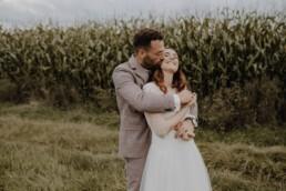 Brautpaarshooting mit dem Brautpaar in vertrauen Atmosphäre und viel Liebe mit Martina Feicht Fotografie Passau