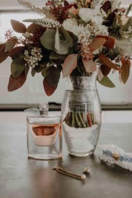 Das Getting Ready der Braut geht los und wir starten mit dem Fotografieren der Accessoires