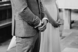 Die Hände des Brautpaares fotografiert von Martina Feicht Fotografie