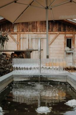 Sektglas zum Anstoßen auf das Brautpaar in der Hochzeitslocation Kulturwirt fotografiert von Martina Feicht Fotografie in Passau und Umgebung