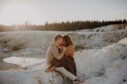 Liebevolles Paar beim Shooting in Passau mit Hochzeitsfotografin Martina Feicht Fotografie