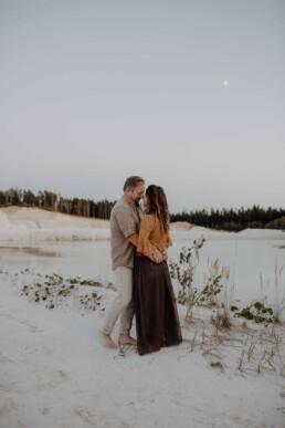 Sonnenuntergang mit Pärchenshooting fotografiert von Hochzeitsfotografin Martina Feicht