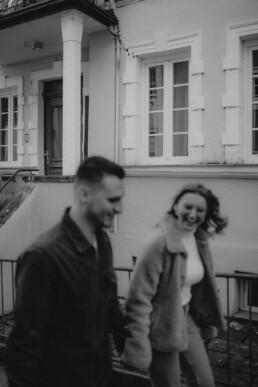 Schwarz-weiss Bild beim Paarshooting mit Martina Feicht Fotografie