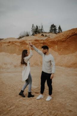 Viel Spass und Freude beim Coupleshooting mit der Lovestory im Kieswerk bei Passau