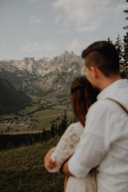 Coupleshooting in Österreich in Werfenweng in den Bergen im Salzburger Land nach Hochzeit fotografiert von Martina Feicht